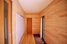 木に包まれる家(木造2階建て:内装のみ)
